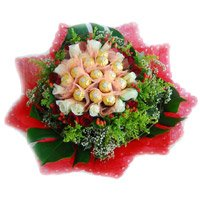 Send Rakhi Gift hamper 16 Pcs Ferrero Rocher and 24 Red White Roses Bouquet for Brother
